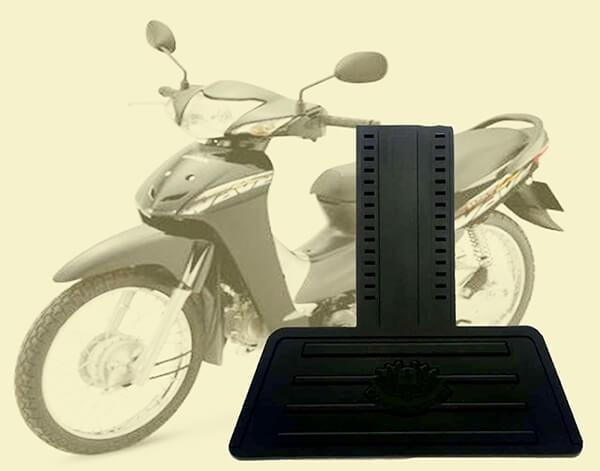 Tấm chắn đinh xe máy bằng nhựa dẻo màu đen